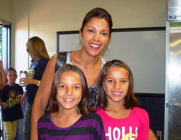 Shelly standing in line with her daughters Tahna and Tori.